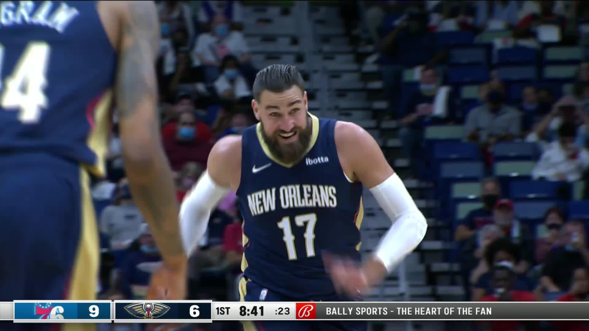Jonas Valančiūnas STRONG dunk in transition   76ers-Pelicans